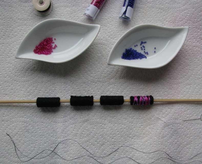 12-rolled-felt-bead-small